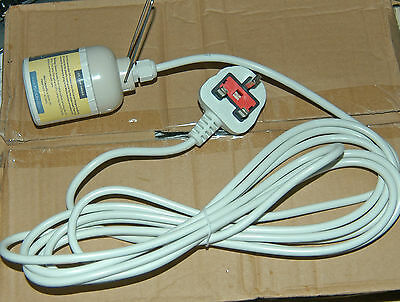 ***REDUCED*** Box of 5 CFL E40 Lamp Hangers each with Fused & Moulded plug.