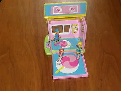 3 Magnetic bendable Polly Pocket dolls 2.25 inches tall & House 2003 Mattel