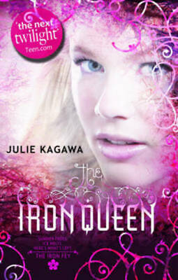 The iron queen by Julie Kagawa (Paperback)