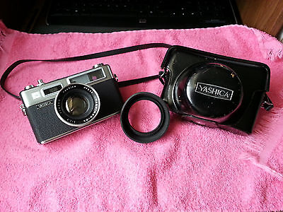 YASHICA ELECTRO 35 Rangefinder 35mm film camera with case