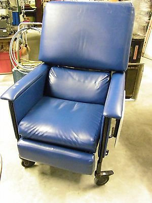 Medcor Patient Recliner Medical Dialysis Chair W/Swing Away Arms (2Z)