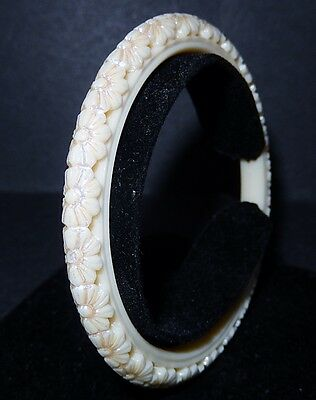 Vintage Molded Plastic Or Celluloid Bangle Flower Bracelet.