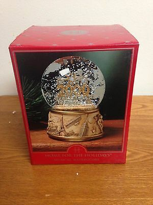 """Snow Globe Home for the Holidays Musical Water Globe 2000 Plays """"Auld Lang Syne"""""""