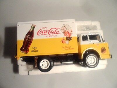 * 1998 Ertl Collectibles 1958 FORD C-800 COCA COLA Diecast Delivery TRUCK 1:25
