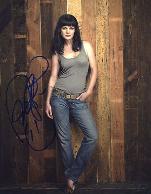 """(SSG) PAULEY PERRETTE Signed 8X10 Color Photo """"NCIS"""" with a PSA/DNA COA"""