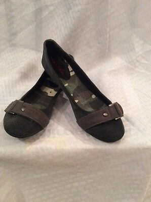 1f4b53aaf06 EUC Bongo Women s Girls Ballet Flats Size 6 1 2 M. Color Gray With