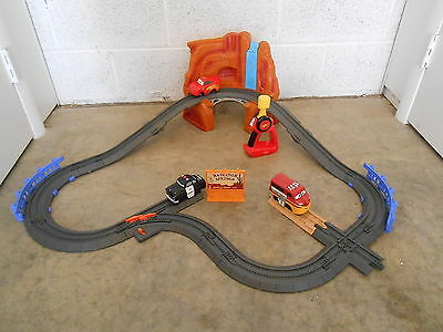 Geotrax Lightning McQueen's Close Call & Doc Hudson & Mater Tow Truck Complete