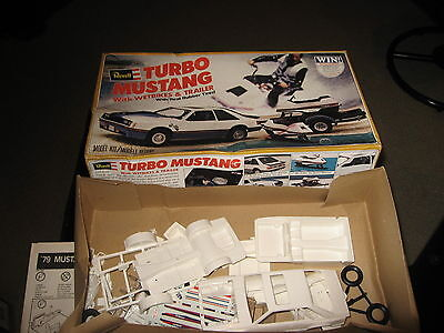 Turbo Mustang with Wetbikes & Trailer - Revell - 1/25 - 1979