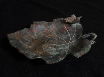 Vtg MAPLE LEAF WITH BUTTERFLY BRONZE METAL 3 FOOTED TABLE ASHTRAY or TRAY - Lrg