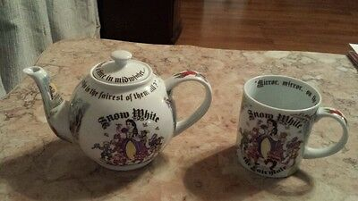 """Snow White tea pot designed by Paul  Cardew 5.5"""" tall collectible"""