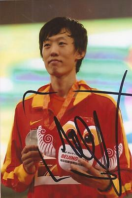 ATHLETICS: ZHANG GUOWEI SIGNED 6x4 MEDAL ACTION PHOTO+COA *RIO 2016* *CHINA*