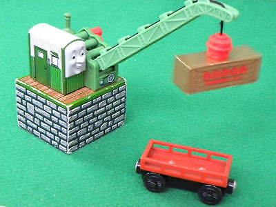 COLIN CRANE, magnetic CARGO for WOODEN THOMAS & FRIENDS RAILWAY & BRIO SETS