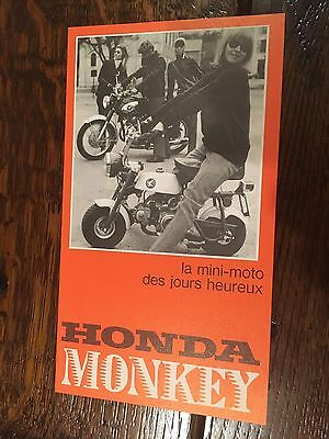 Honda Z50M French Sales Brochure .Perfect Condition. Has dealer stamp.