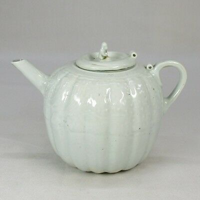 F962: Chinese white porcelain incense water pot of appropriate tone and work