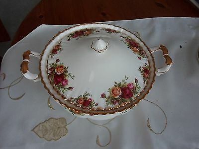 ROYAL ALBERT OLD COUNTRY ROSES COVERED VEGETABLE TUREEN (1962 - 1973 backstamp)