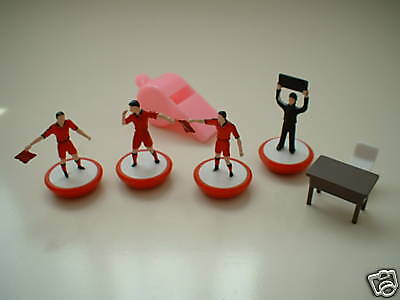 Subbuteo Referee + Linesman Red + 4th Official Set * BRAND NEW *