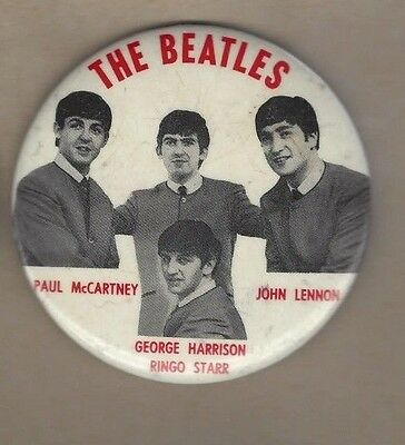 """C 1964 the beatles pin back official made under licence made in usa ..3 1/2 """""""