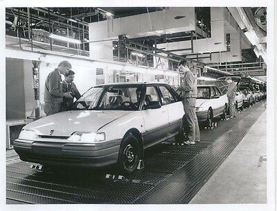 Rover 400 Series production at Longbridge original b&w Press Photo No 10531-1