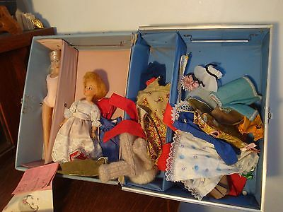 VINTAGE 1963 BARBIE AND KEN TRAVEL CASE  Blue case with contents as found NR