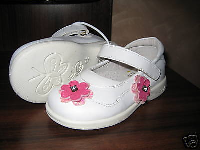 GIRLS LEATHER WHITE SHOES WITH FLOWERS, Size 8