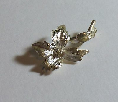 Sterling Silver Floral Brooch.   3.1g