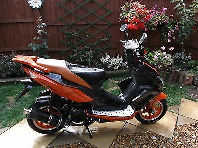 DirectBikes 125 Viper Scooter - Long MOT + hardly used! Import Non UK registered