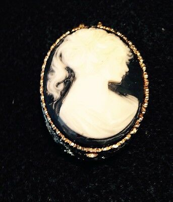 Lovely Vintage White Cameo Hinged Solid  Perfume Compact Pill Box
