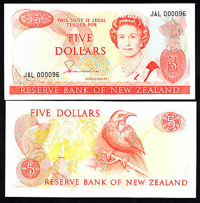 New Zealand $5 5 Dollars  Hardie Type II (1981-1985) P. 171a  UNC Low Serial #