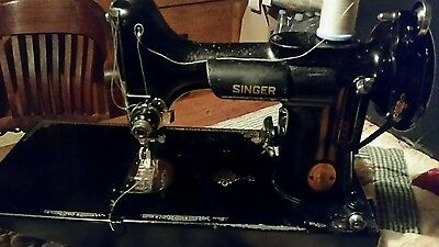 Vintage 1948-50 Singer featherweight 221-1 sewing machine. Recently serviced.