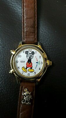 vintage mickey mouse musical quartz watch.