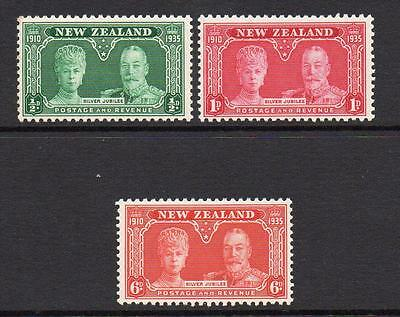 New Zealand Silver Jubilee Set of Stamps c1935 Mounted Mint