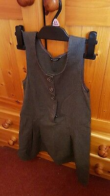 girls grey school pinafore dress size 7/8 years in great condition