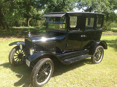 1925 Ford Model T Standard 1925 Ford Model T Sedan: Quality Car: TV series car: Once owned by Santa Claus
