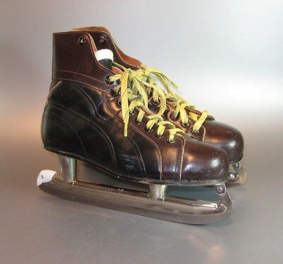 Vintage Ice Skates Black w/ Brown Brogue Trim yellow Laces Size 9 Maple Leaf