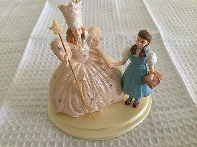 Hallmark Keepsake Wizard of Oz Ornament Dorothy & Glinda Display Stand 1998 MIB