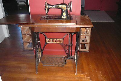 1928 Antique Singer Treadle Sewing Machine Cast Iron wood Table