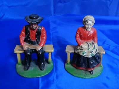 Vtg Pair of AMISH SOLID CAST IRON MAN & WOMAN SITTING ON BENCH - Bookends
