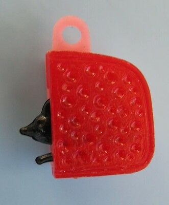 VINTAGE Plastic Movable MOUSE IN CHEESE Gumball Charm PENNY KING Rare One!
