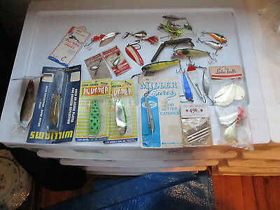 Mixed lot of vintage fishing lures - Plugs - spoons - spinners - rapala - plus