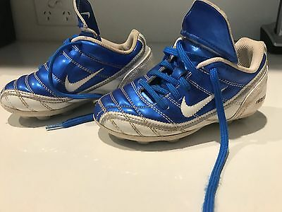 Kids Nike Soccer Boots - Size US 10