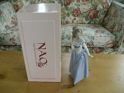"Boxed Nao(Lladro) ""Demure""(0402) Lady & Fan Figure - 9 1/4""(23.5cm)"