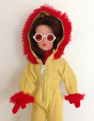 PEDIGREE SINDY WINTER SPORTS OUTFIT WITH HTF BLUE SKI'S EXCELLENT - no doll