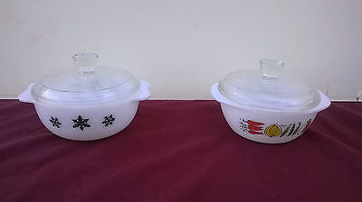 vintage pyrex small dishes with lids