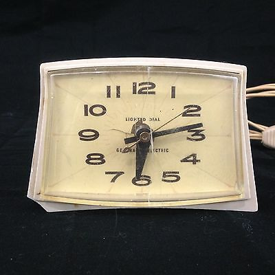 Vintage General Electric GE Retro  Alarm Clock Lighted Dial Works Perfectly MCM