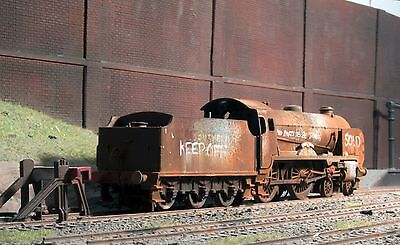 Scrapyard Southern Region Schools Class loco, heavily rusted & weathered ref 2
