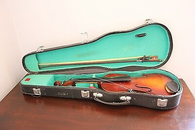 Violin Lark 1/2 size with case and bow.