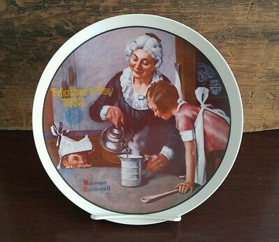 "Edwin Knowles Norman Rockwell Mother's Day 1982 ""The Cooking Lesson"" / Box 69"