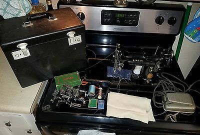 Singer Featherweight 222K Sewing Machine w/Case, Accessories