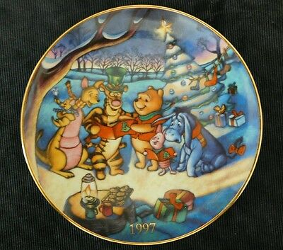 Winnie the Pooh Christmas Plate Pooh's Songs of Season 1997 MINT CONDITION