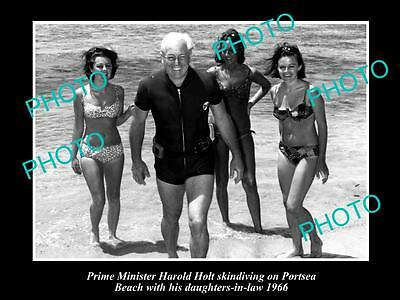 OLD LARGE HISTORICAL PHOTO OF PRIME MINISTER HAROLD HOLT AT PORTSEA c1966